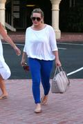 http://img223.imagevenue.com/loc1100/th_389978936_Hilary_Duff_Out_in_Palos_Verdes27_122_1100lo.jpg