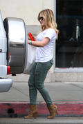 http://img223.imagevenue.com/loc1121/th_643171600_Hilary_Duff_shopping_at_the_Pottery_Barn6_122_1121lo.jpg