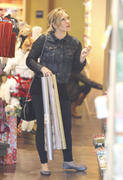 http://img223.imagevenue.com/loc1137/th_699316766_Hilary_Duff_shops_afte_her_Workout16_122_1137lo.jpg