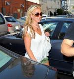 th_84430_Celebutopia-Britney_Spears_on_Robertson_at_Lisa_Kline_store-02_122_116lo.jpg