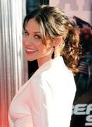 http://img223.imagevenue.com/loc1195/th_719487592_Evangeline_Lilly_at_LA_Premiere_of_Real_Steel4_122_1195lo.jpg