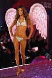 th_18961_Alessandra_Ambrosio-Victorias_Secret_Fashion_Show_2005-11-09-2005-Ripped_by_kroqjock-HQ7_122_508lo.jpg