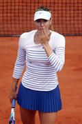 http://img223.imagevenue.com/loc651/th_751362364_Maria_Sharapova_French_Open_2015_Rnd2_015_122_651lo.jpg