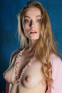 http://img223.imagevenue.com/loc662/th_542763644_tduid300163_Stunning_Queen_Rebecca_G_high_0039_123_662lo.jpg