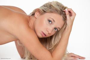 http://img223.imagevenue.com/loc880/th_626065982_tduid300163_eroticsnap_mina_forbiddenfruit_32_lg_123_880lo.jpg