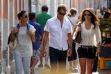 http://img223.imagevenue.com/loc990/th_16837_Cindy_Crawford_Candids_on_Vacation_in_Venice_August_31_2011_12_122_990lo.jpg